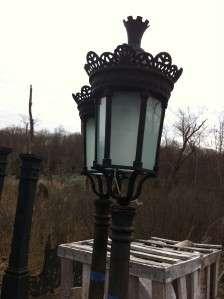 SINGLE LIGHT CAST IRON OUTDOOR STREET LAMP HL65