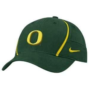 Nike Oregon Ducks Green Coaches Dri Fit Hat: Sports