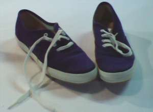 CUSHIONED HEEL. KEDS. WOMENS SHOES. DARK BLUE. WHITE. LACES.