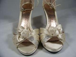 SACHA LONDON Rona Ivory Satin Heels Retails $99 Women Shoe Size 6 B444