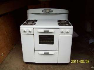 Tappan Deluxe Model 60 Antique Stove   Good Working Condition!!